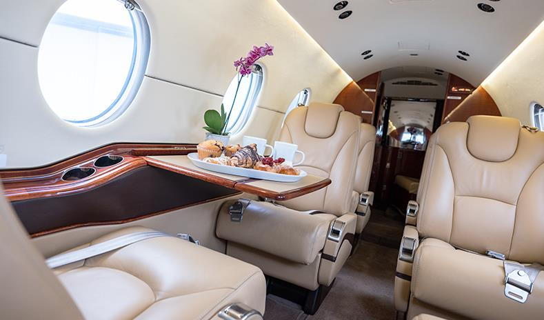 Hawker 400 XP inside